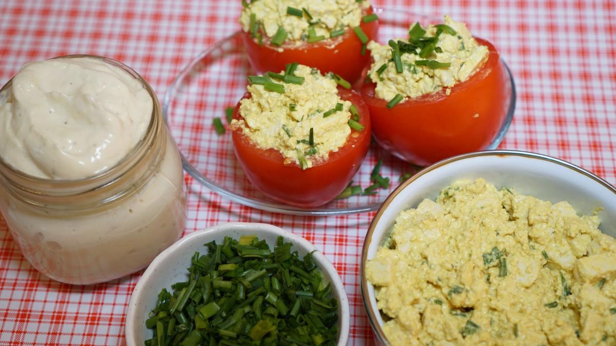 מיונז, סלט ביצים ועגבניות ממולאות - נעמה עציץ